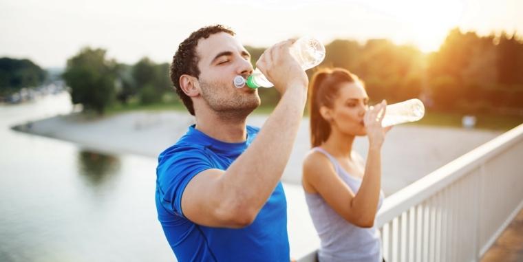 beber mucha agua beneficios-consejos-importanci