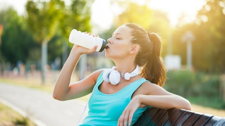 beber mucha agua beneficios-consejos-salud