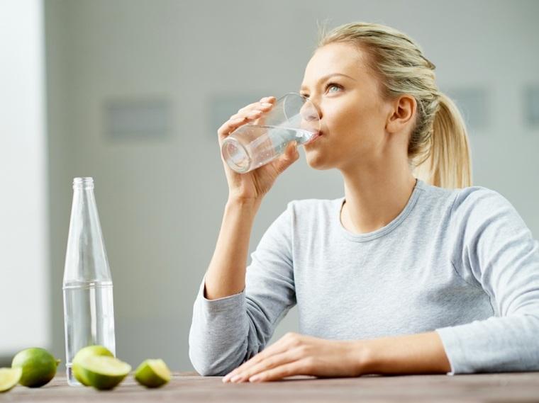 beber mucha agua beneficios-consejos