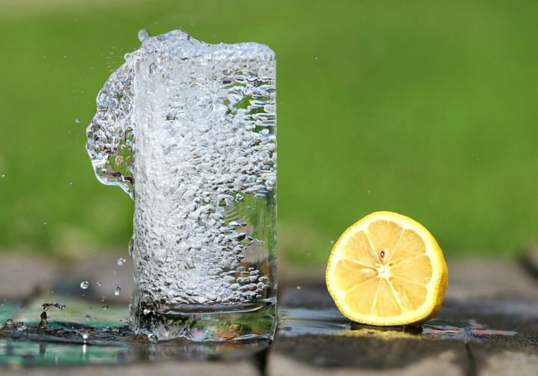 beber-mucha-agua-beneficios-razones