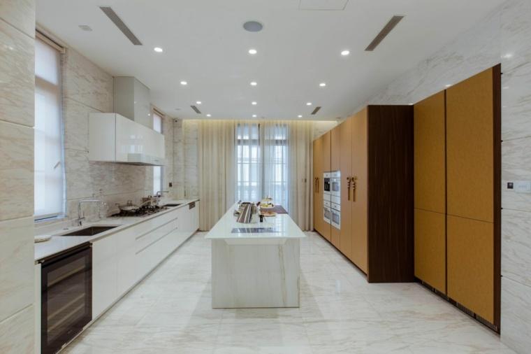 cocina-pared-marmol-studio-marco-piva