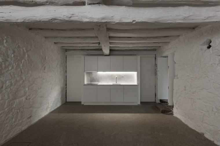 cocina-paredes-piedra-pintados-blanco-ideas