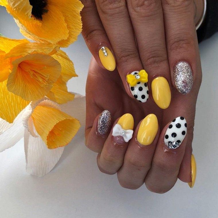 color-amarillo-puntos-unas-primavera