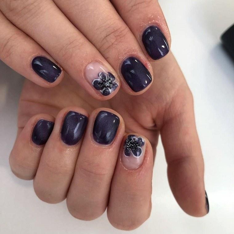 colores de uñas 2019-azul-oscuro-detalle-flor
