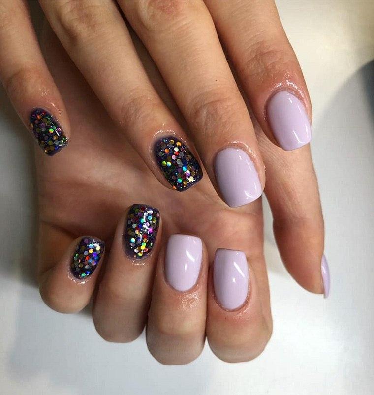 colores-de-uñas-2019-lila-claro-brillo