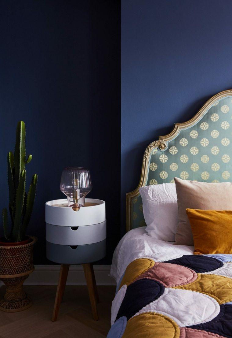 diseno-dormitorio-pared-azul-Megan-Ellaby