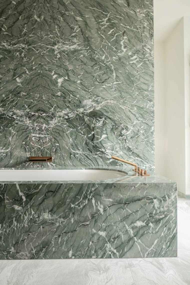 mármol verde bañera y pared