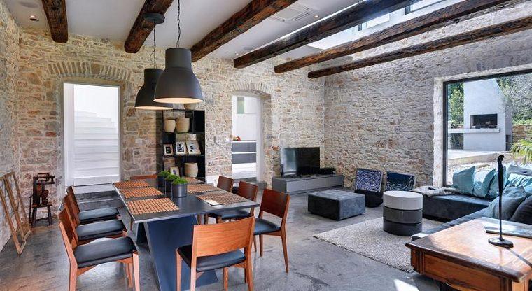 sala-estar-comedor-paredes-piedra
