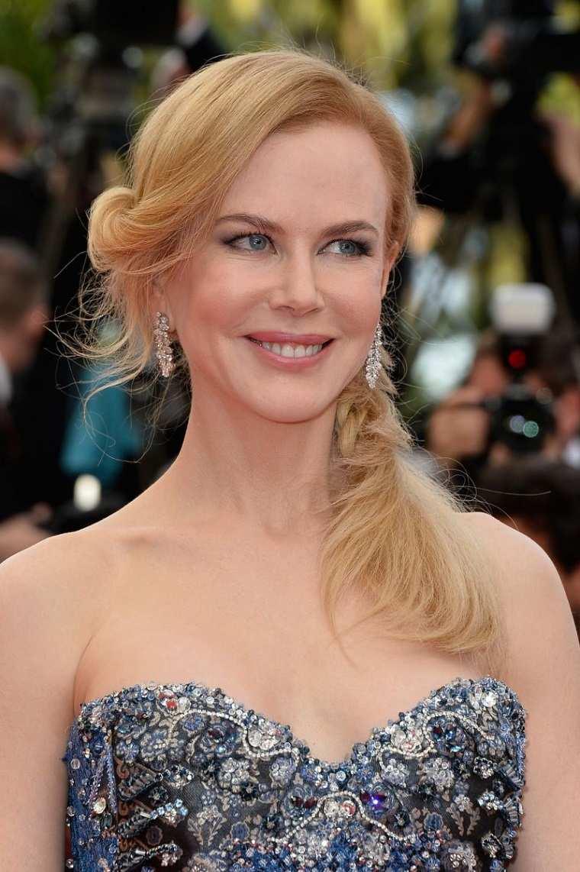 Nicole-Kidman-cabello-largo-recogido