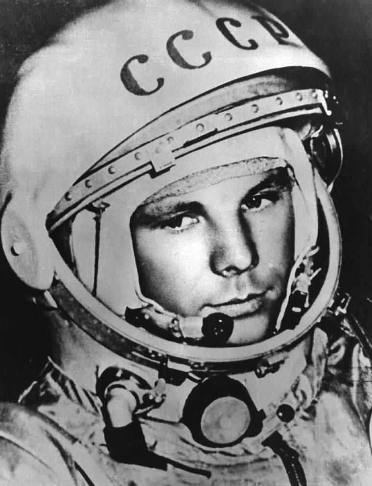 Yuri Gagarin antes del vuelo