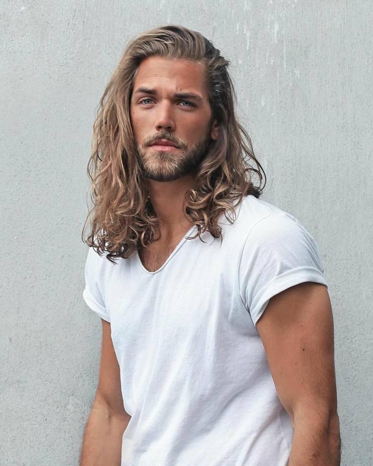 barba-moderna-2019-cabello-largo-rizado