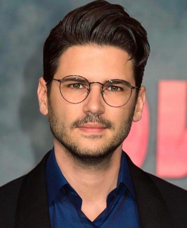 barba-moderna-2019-pompadour-gafas