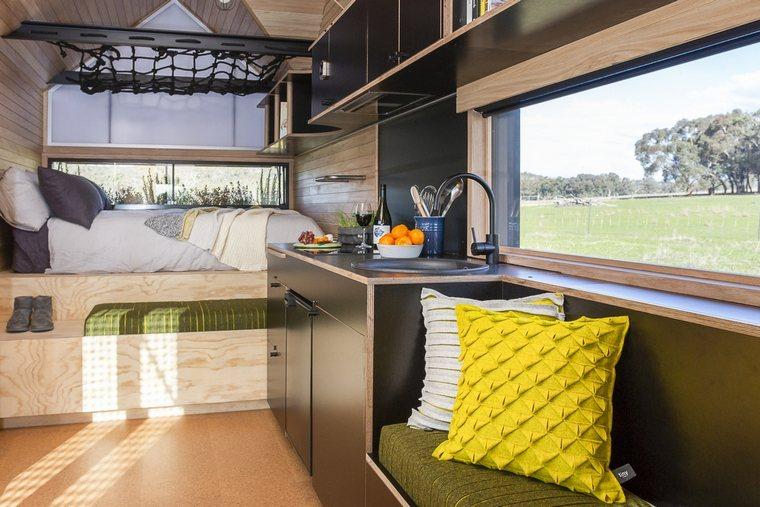 casa-modular-cocina-sofa