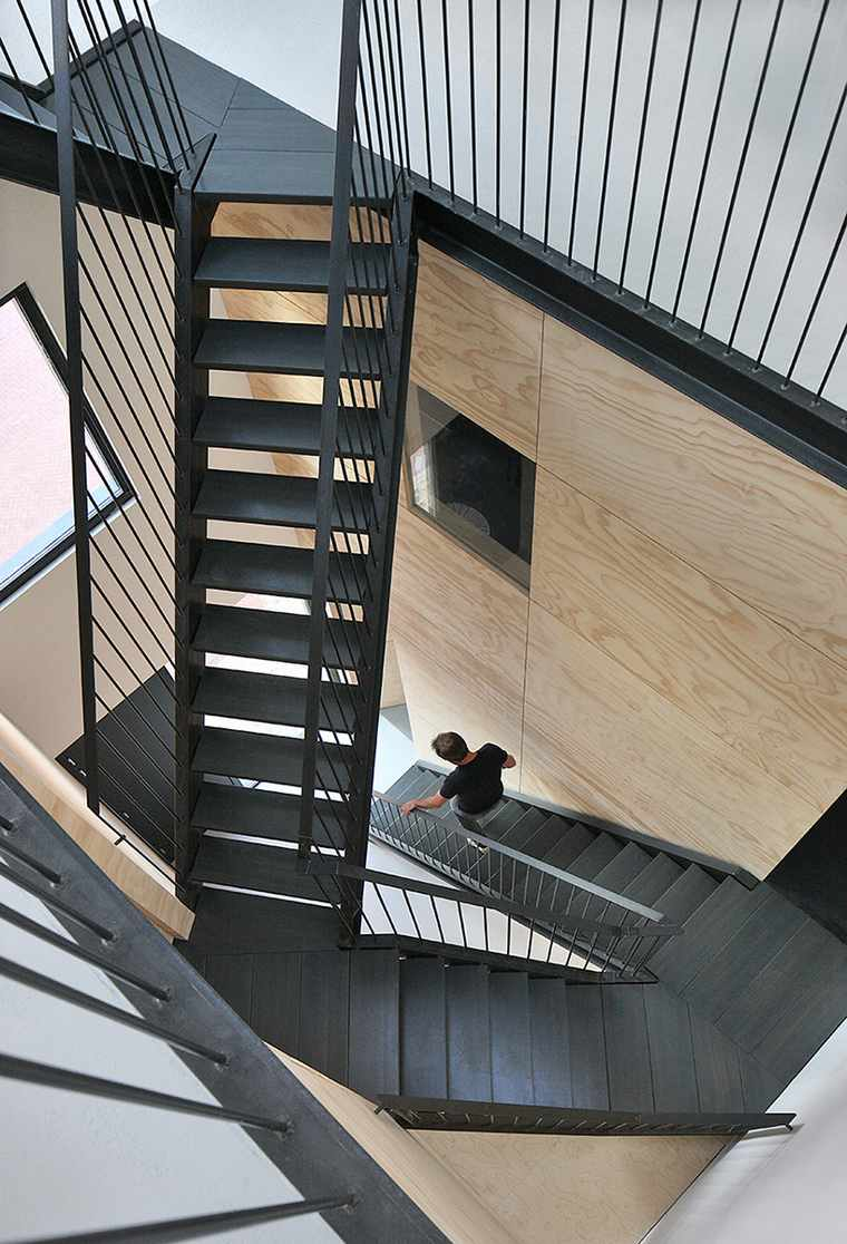 diseno-loft-escalera-color-negro