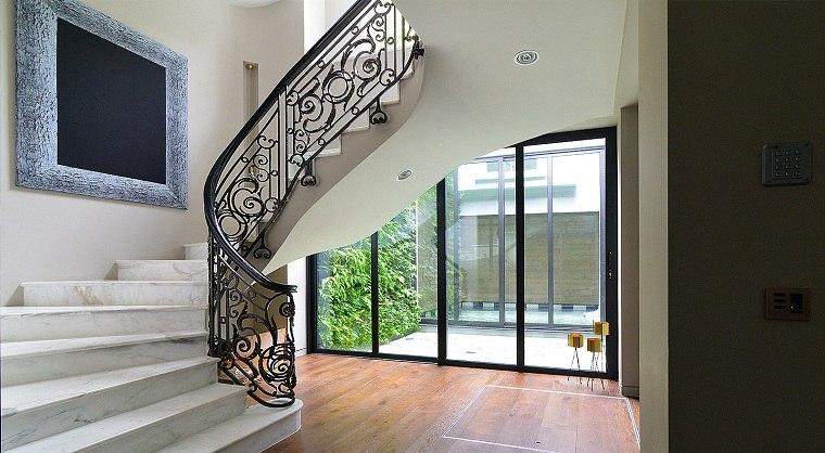 escaleras-marmol-barandilla-acero