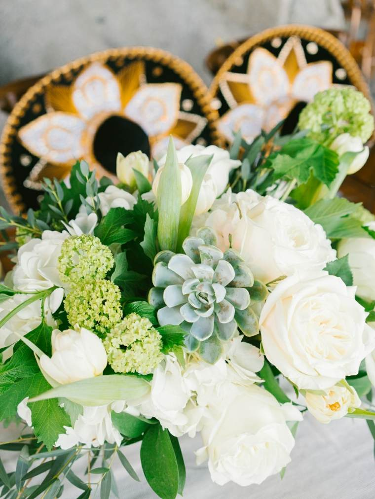 fotos-de-ramos-de-flores-rosas-blancas-suculentas