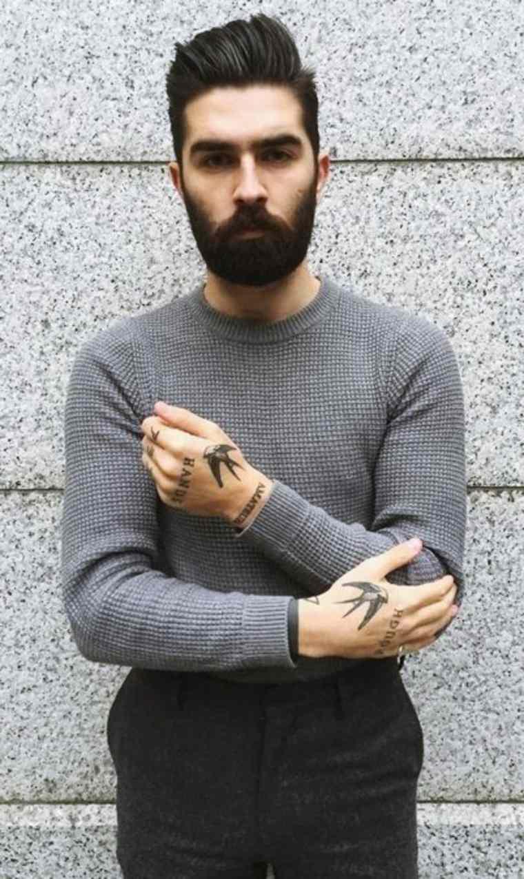 hombre con barba negra
