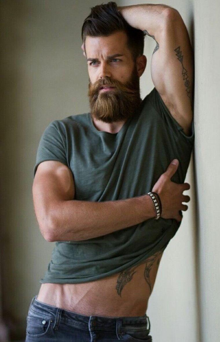 hombre modelo con barba