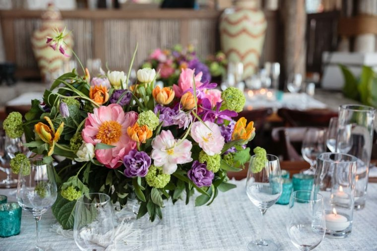 ideas-flores-decorar-mesa-estilo-primavera