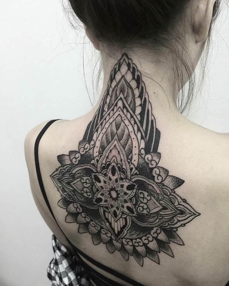 ideas-originales-tattoo-mandala-espalda