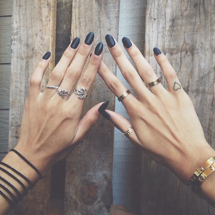 imagenes-de-tatuajes-pequenos-corazon-dedo