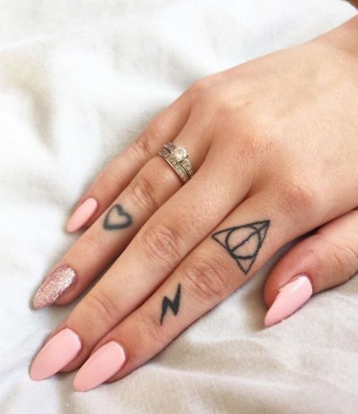 imagenes-de-tatuajes-pequenos-corazon-triangulo-ideas