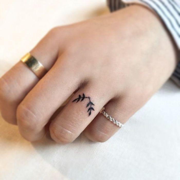 imagenes-de-tatuajes-pequenos-hojas