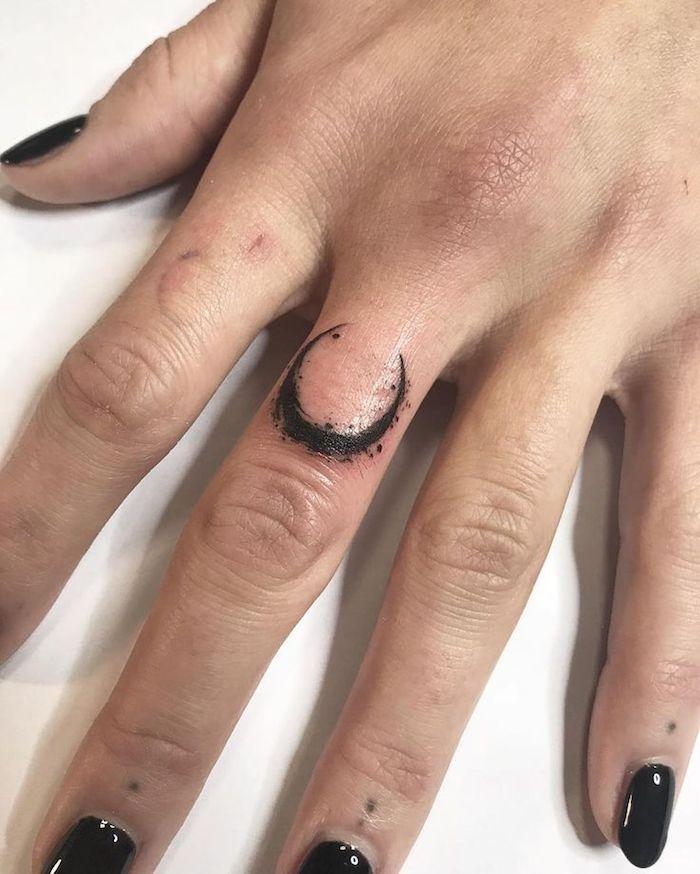 imagenes-de-tatuajes-pequenos-luna
