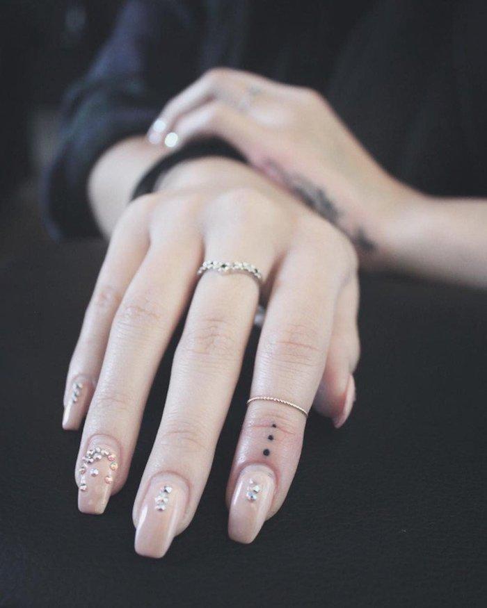 imagenes-de-tatuajes-pequenos-mano-mujer