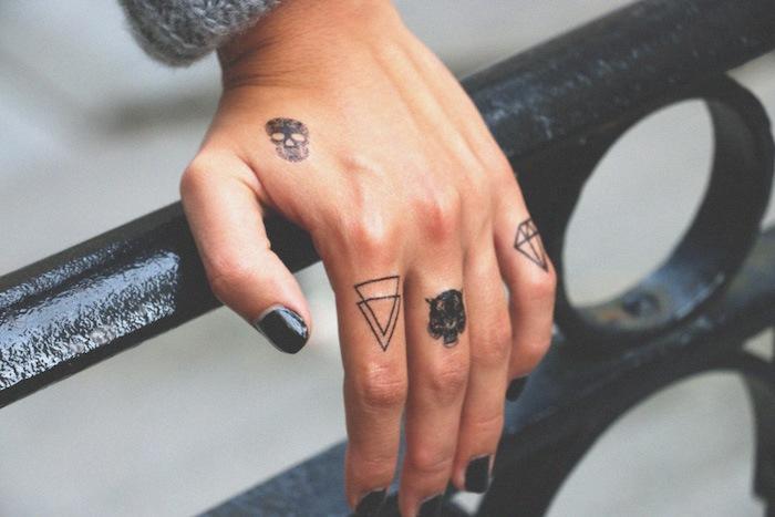 imagenes-de-tatuajes-pequenos-triangulo-diamante
