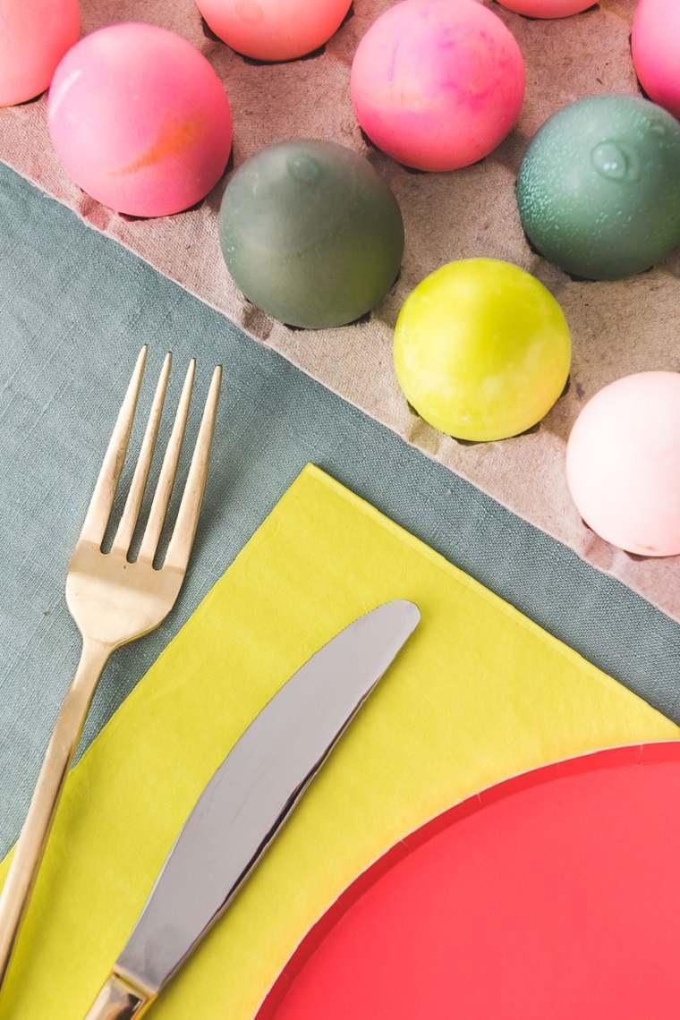 manualidades-de-pascua-camino-mesa-huevos