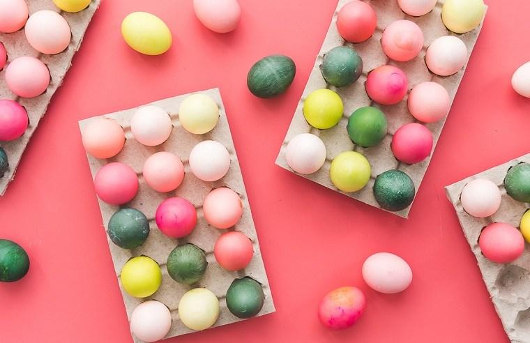 manualidades-de-pascua-camino-mesa-pintar-huevos