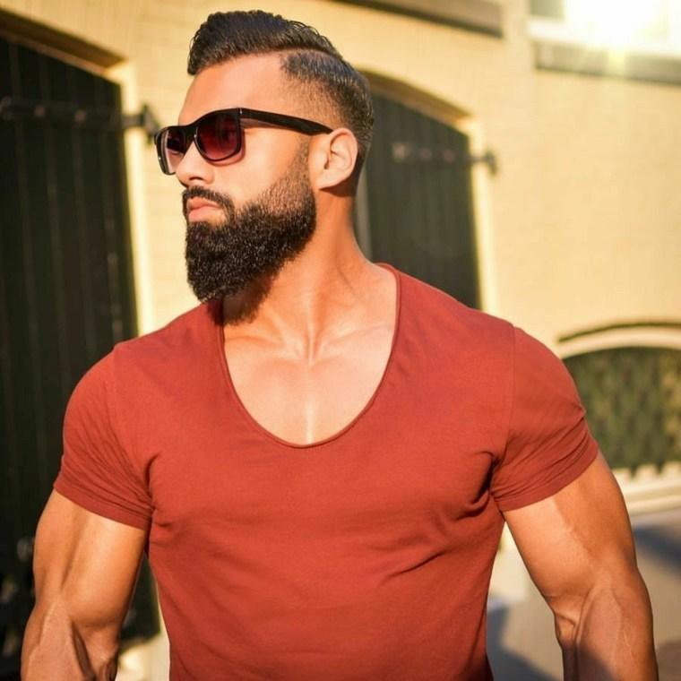 modelo fitness con barba