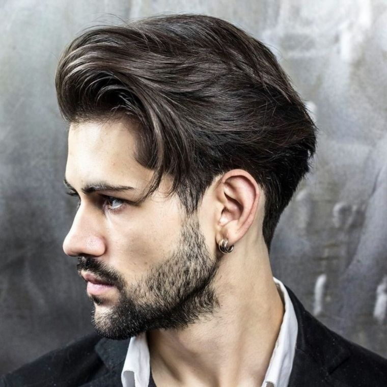 pompadour-corto-barba-cabello-hacia-atras