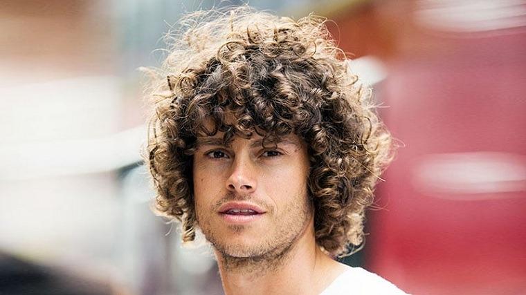 rizos-cabello-masculino-estilo-moda