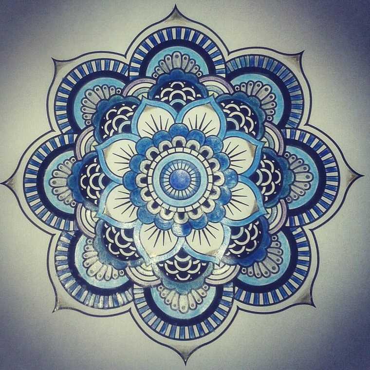 tattoo-mandala-diseno-petalos-flor-lotus
