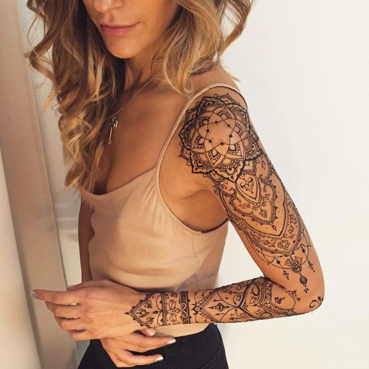 tattoo mandala-disenos-chica-mano
