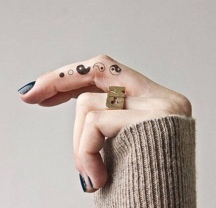 tattoos-simbolos-yang-yin-dito-mujer