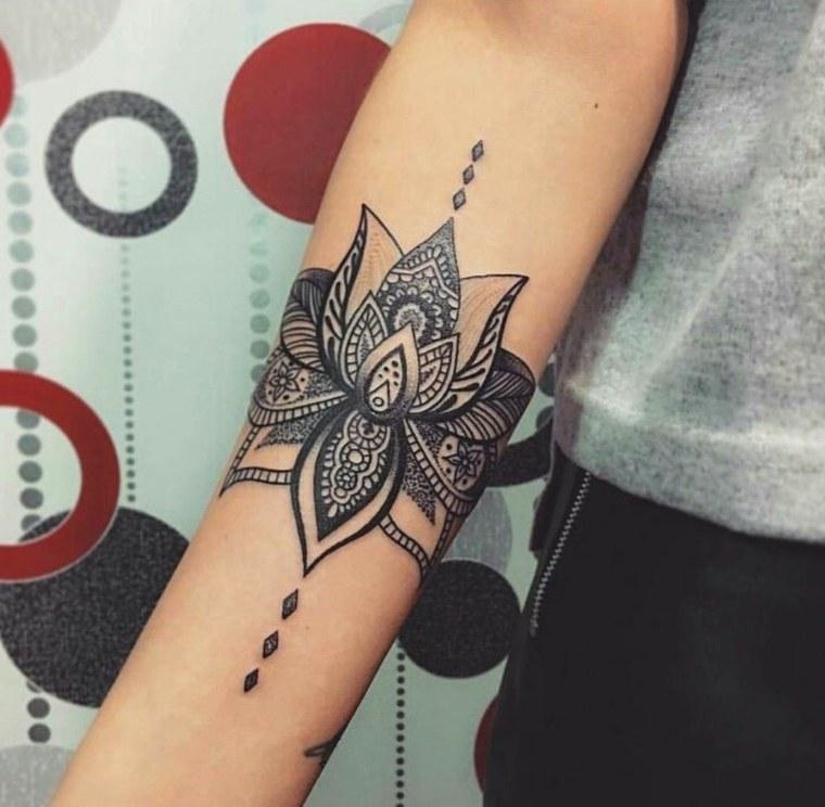 tatuaje-mandala-ideas-mano-chica