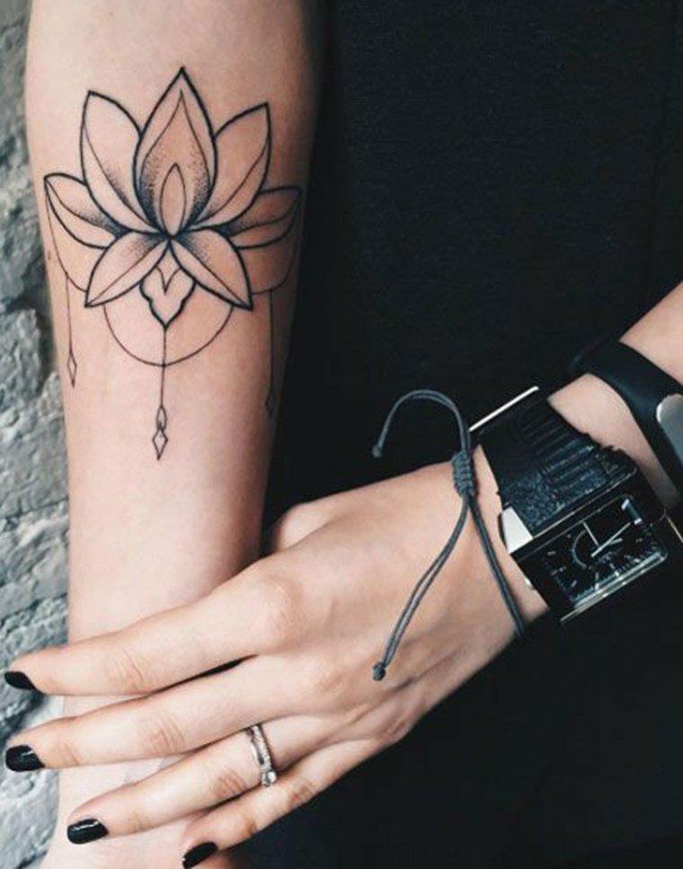 tatuaje-mano-mujer-estilo-moda