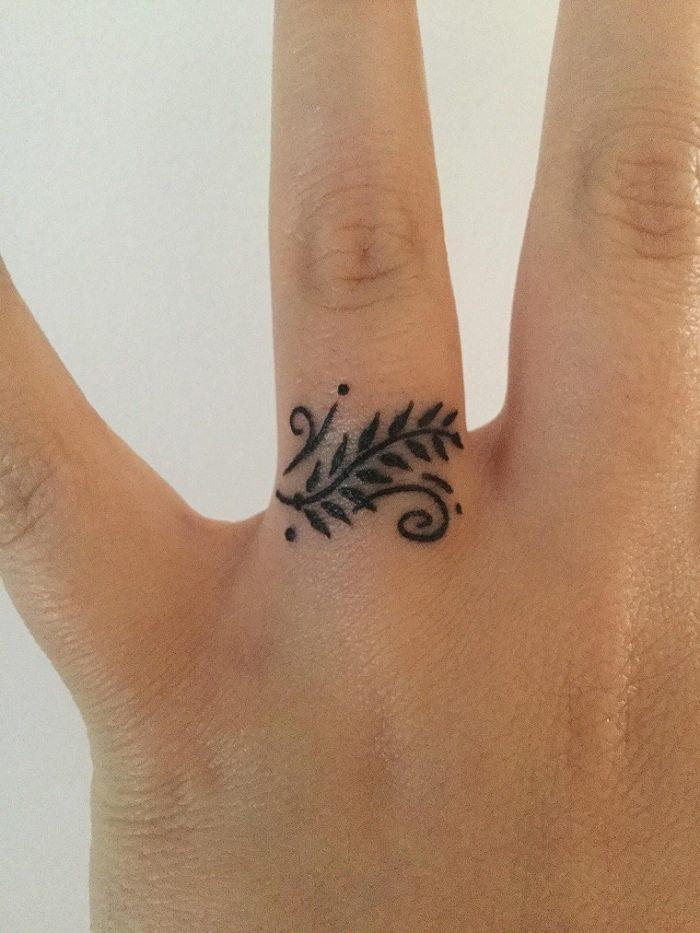tatuajes-dedo-ojas-dedo-opciones