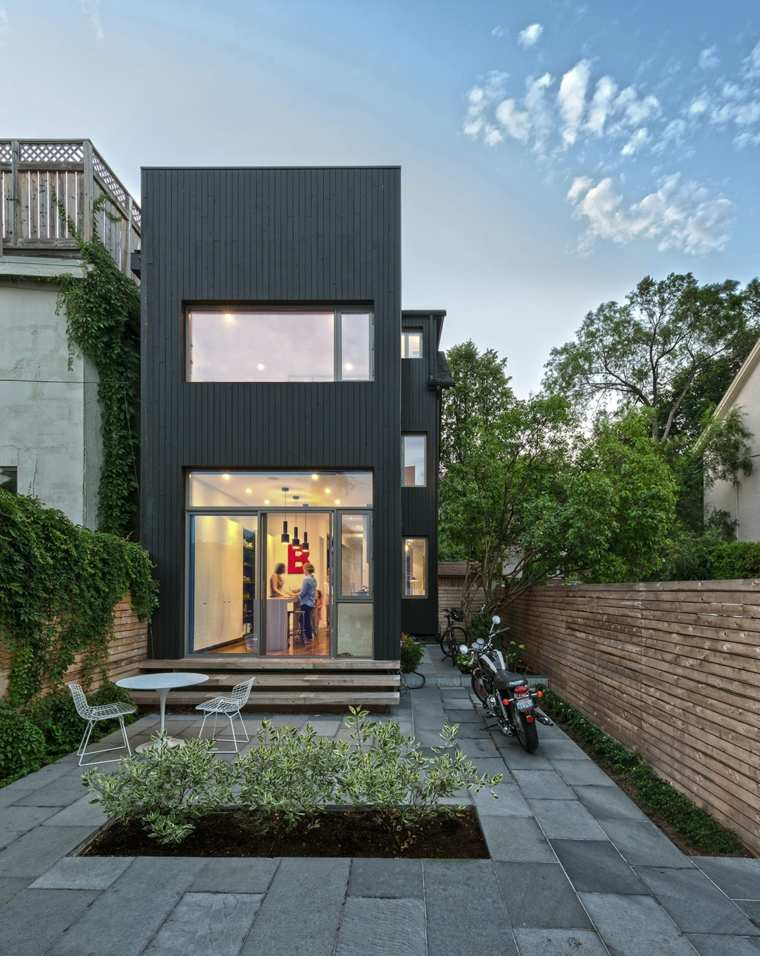 toronto-contrast-house-rear-exterior-at-dusk