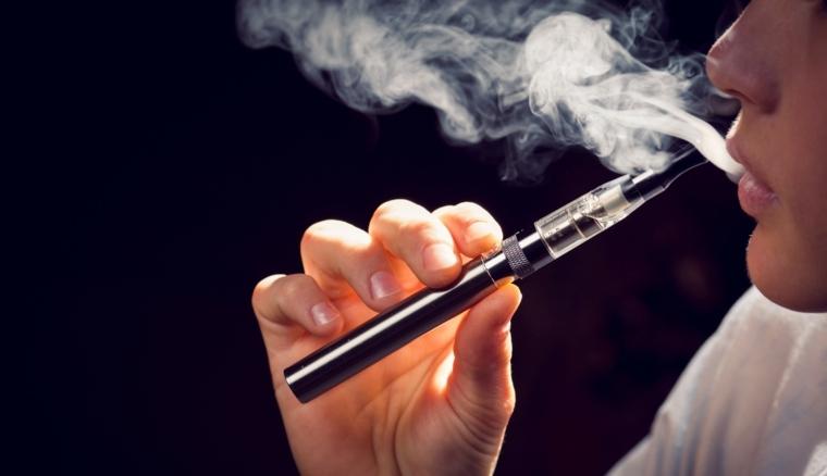 Cigarro electrónico demostración
