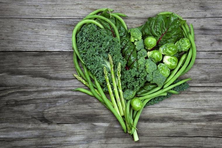 alimentos-buenos-para-el-corazon-ensaladas-hoja-verde