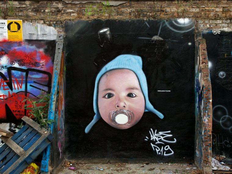 arte callejero bebé