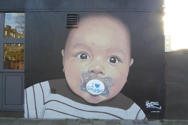 arte callejero retrato de bebé