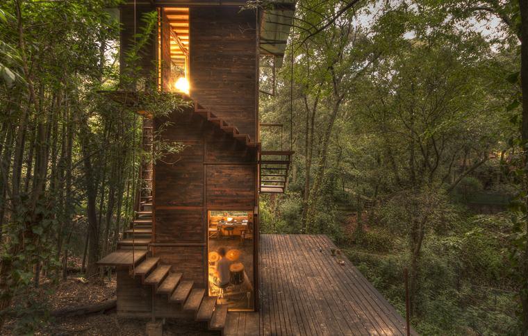 casa-flotante-bosque-mexico-exterior-escaleras