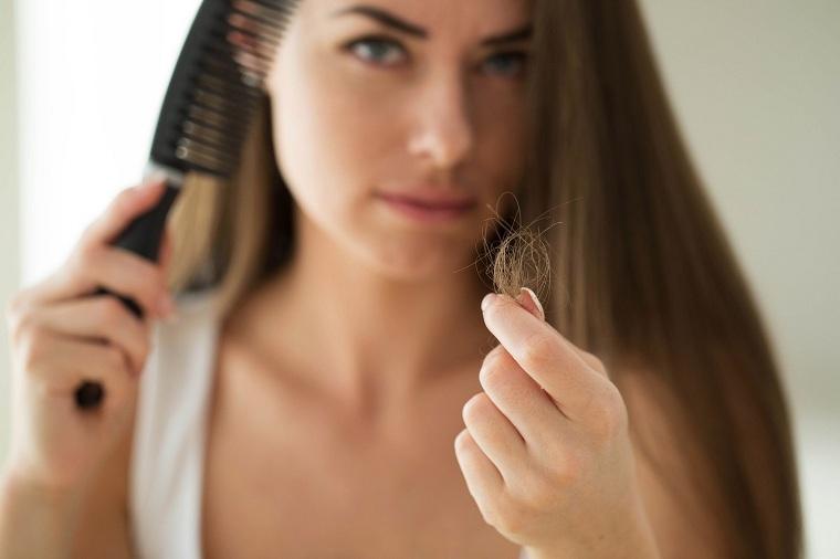 causas-de-la-caida-del-cabello-salud