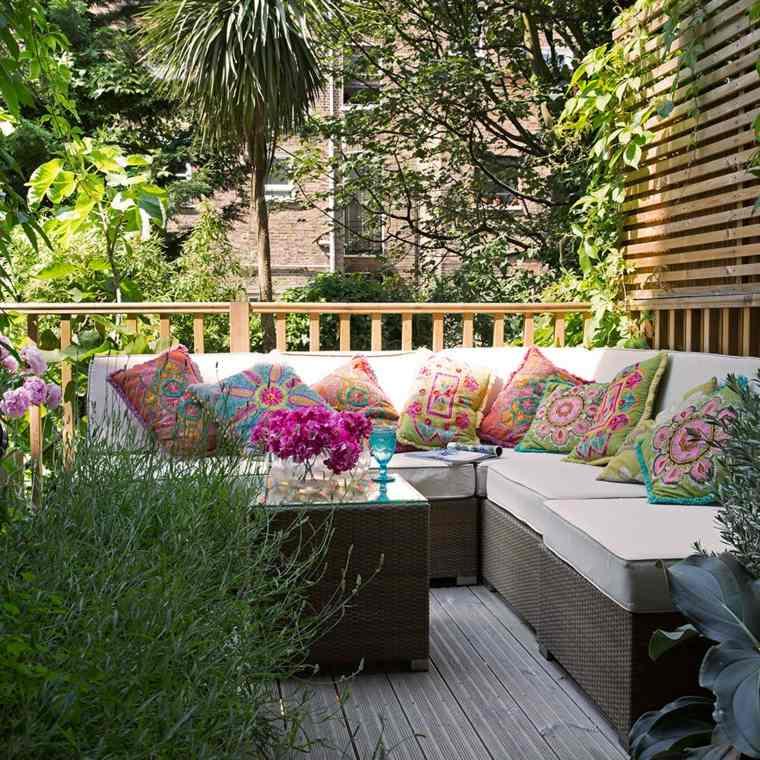 Cómo decorar una terraza pequeña diseno-cojines