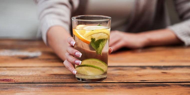 cómo eliminar toxinas del cuerpo -limitar-alcohol